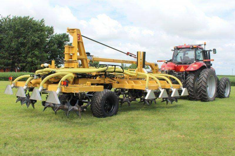 Titan GenTill High Volume Manure Application Front-Folding Arm Swing