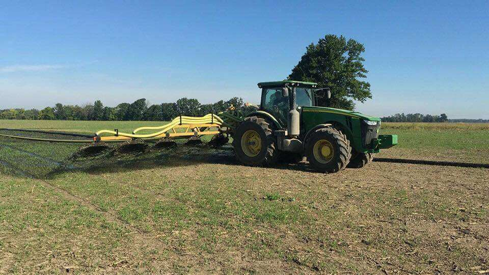 Bazooka Farmstar Top Kick Hay Bar Toolbar in Action
